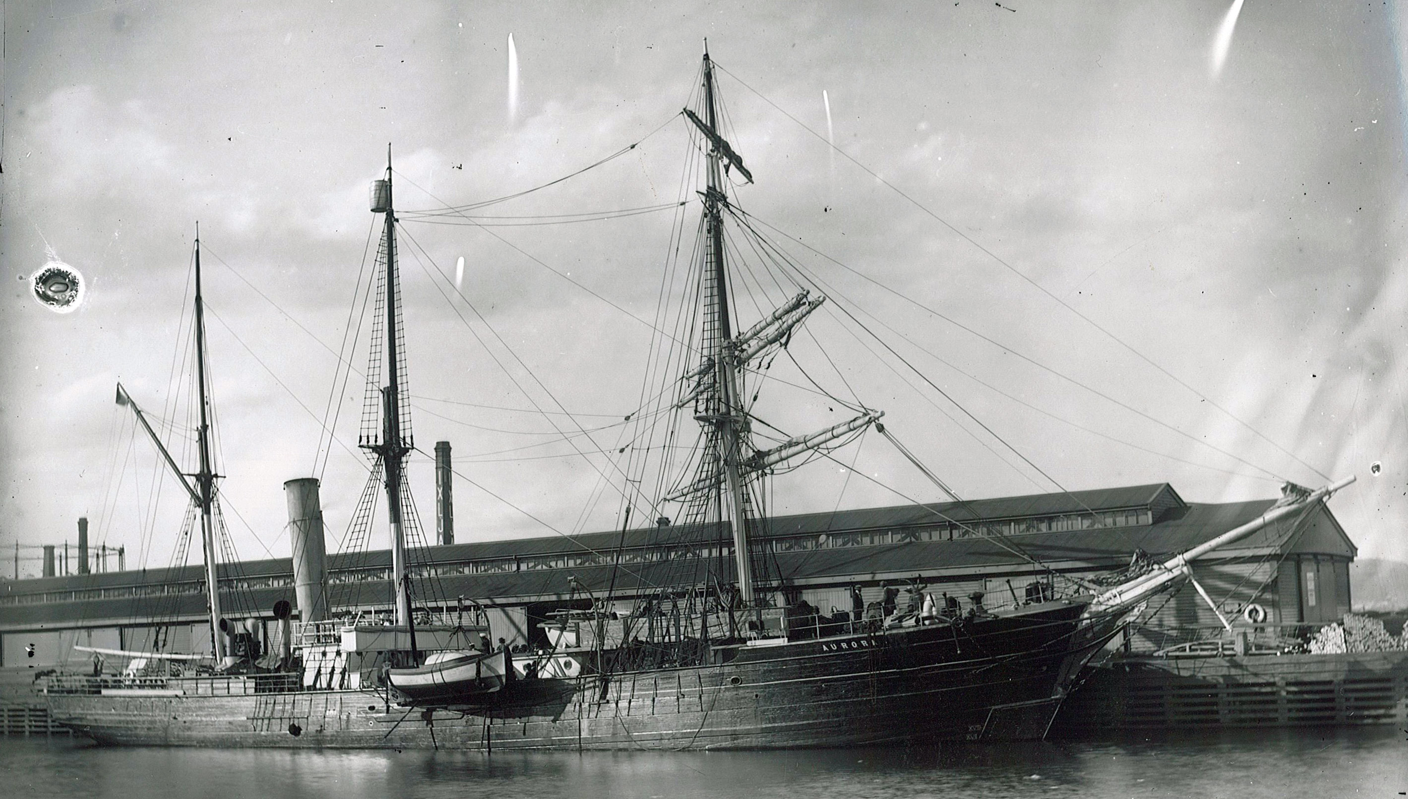 SY Aurora, Douglas Mawson - Ships of the Antarctic explorers