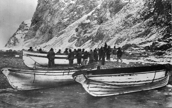 leadership in crisis ernest shackleton and Shackleton's way by margot morrell and stephanie capparell ernest shackletons' antarctic adventure is one of the greatest known stories of crisis leadership.