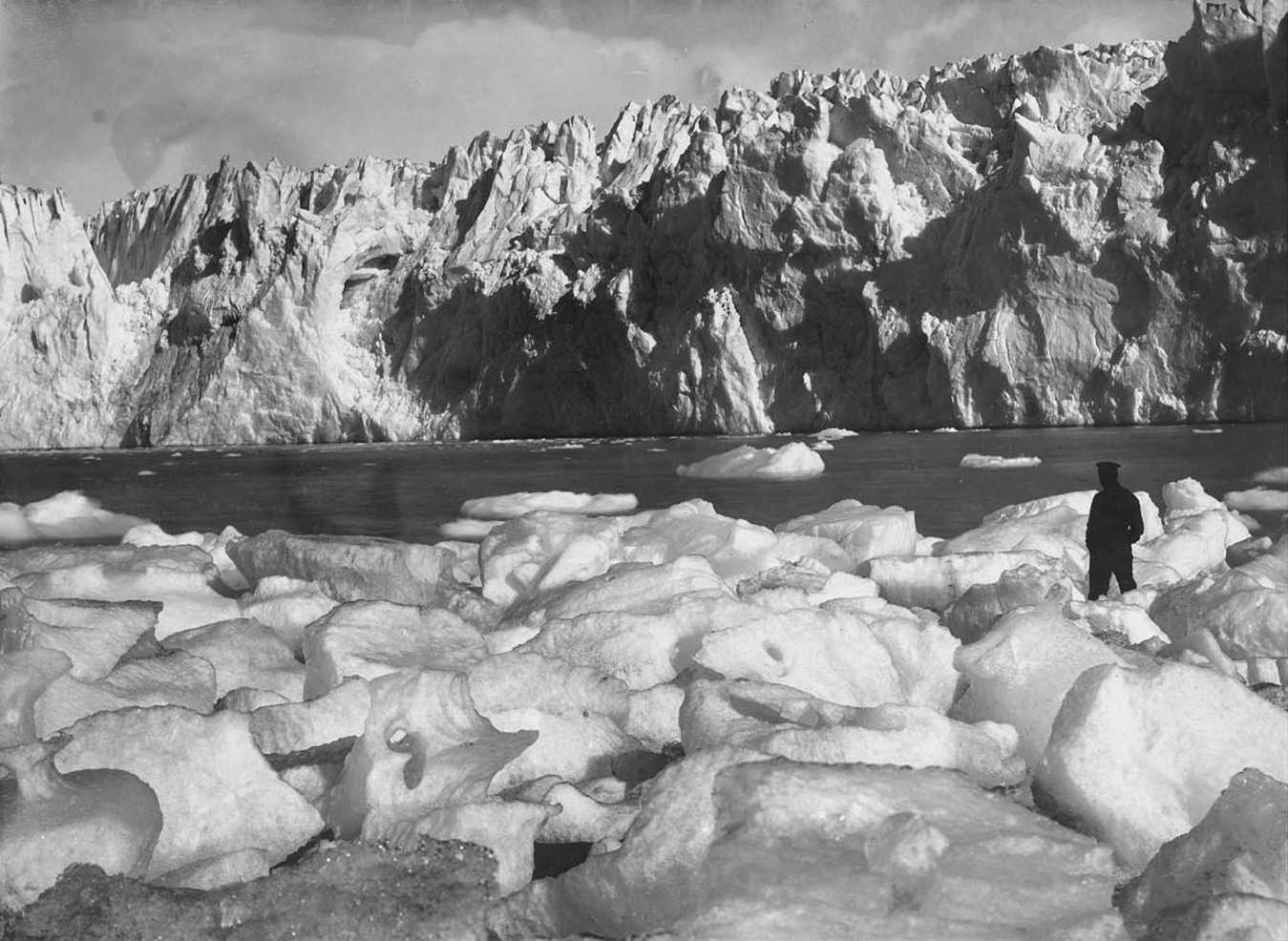 glacier-behind-our-hut-at-Cape-Wild.jpg