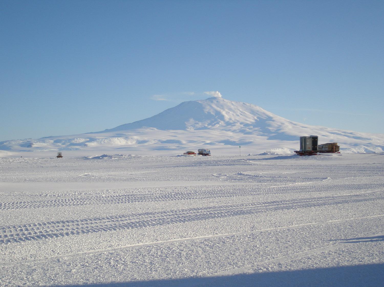 Antarctica Tourism Environmental Impacts - 8 destinations putting a cap on tourist numbers