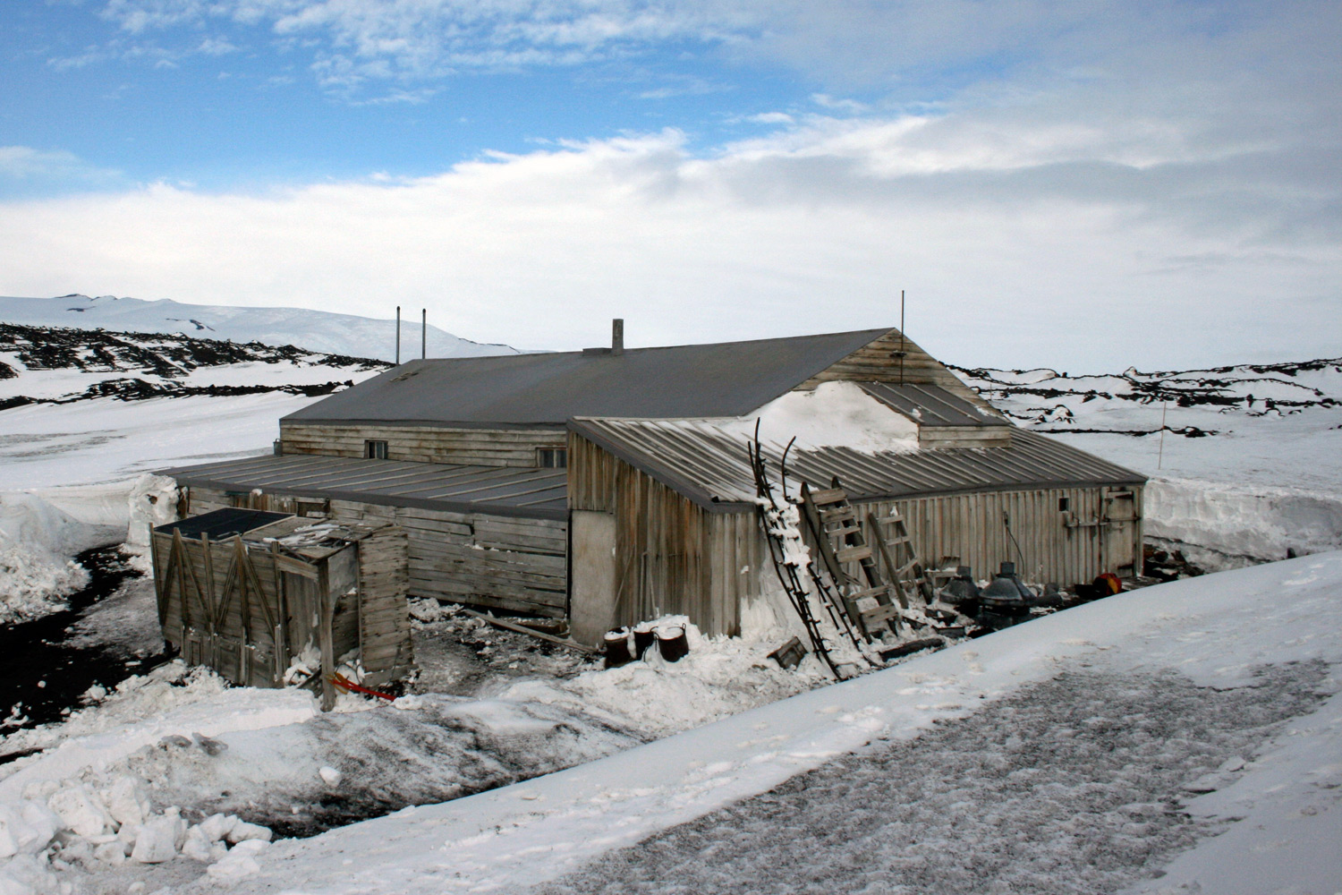 Antarctic bases the history of designs for Arctic house design